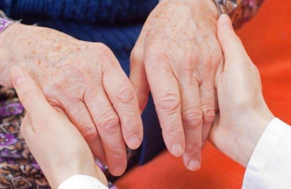 همیار سالمند در منزل