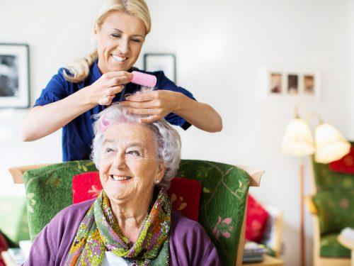 نگهداری از سالمند تنها خانم یا آقا