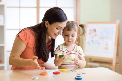 پرستار کودک با آموزش زبان انگلیسی