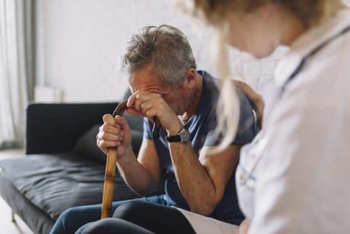 استخدام پرستار سالمند در منزل