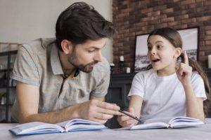پرستار آموزش زبان انگلیسی به کودک